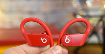Apple Powerbeats 4